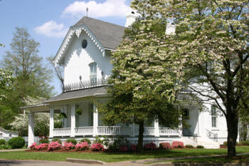 Photo of a lovely home in Charleston, Missouri.